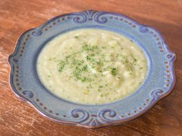Cauliflower Leek Soup with Bacon Recipe from domesticsoul.com