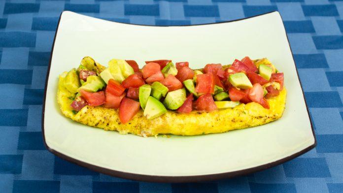 Bacon, Avocado & Tomato Omelette Recipe from domesticsoul.com